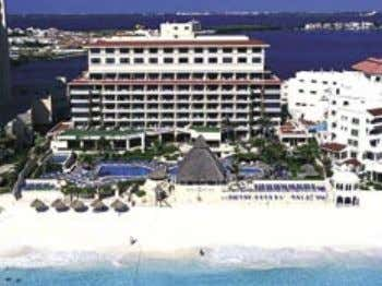 BEACH PALACE MEMORABLE FAMILY VACATIONS This family-oriented all-inclusive resort is centrally located in the heart