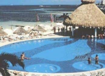 BLUE BAY GETAWAY & SPA CANCUN On a white sandy beach, this adults-only resort (16+