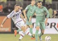 SYNOPSIS Saint-Etienne / Lyon - Football. Cham- pionnat de France Ligue 1. 21e journée. Coincés