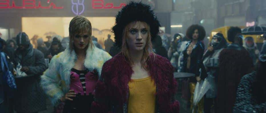 (Mackenzie Davis, center) sets her sights on K. background that they could add or remove. How