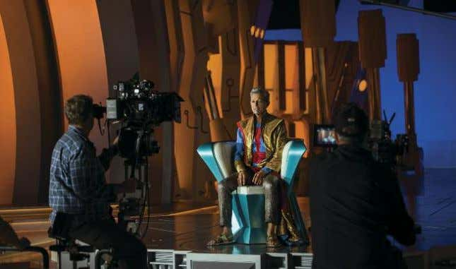 ◗ HammerTime Top: Surrounded by bluescreen, Hemsworth prepares for action in a scene in which Thor