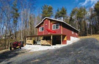 Cottage In The Woods: Privacy and lots of it with custom built almost new 2