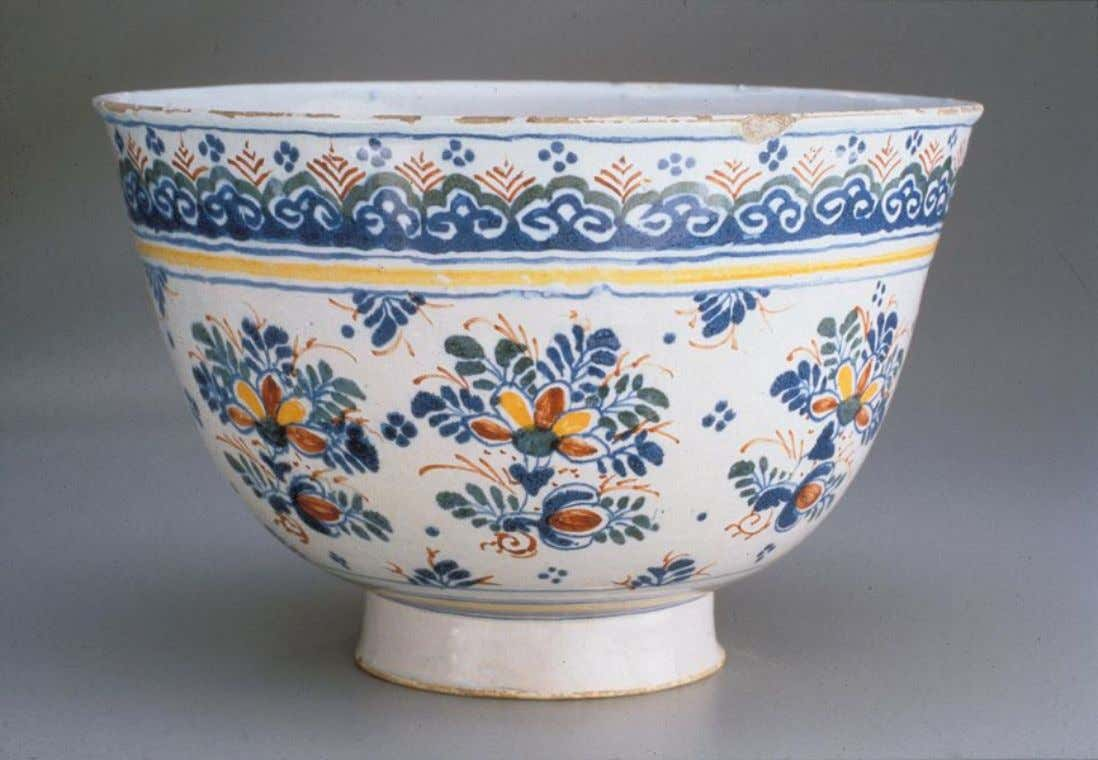 English Tin Glazed Polychrome Earthenware Punch Bowl from Bristol c. 1725 (Winterthur)