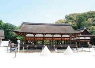 ① Views seen from the premises of temples and shrines (1) View of Kamowake-ikazuchi-jinja (Kamigamo Shrine)