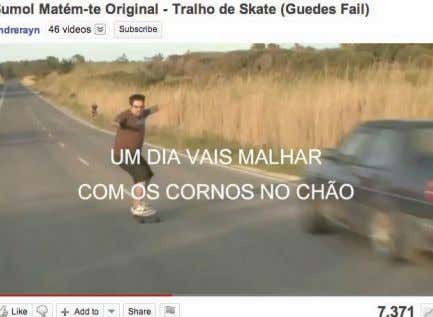 "Tudo User Generated Content ! ""Guedes"" fi lme Pub http://www.youtube.com/ watch?v=2VRa6tjnBFc Contacto •"
