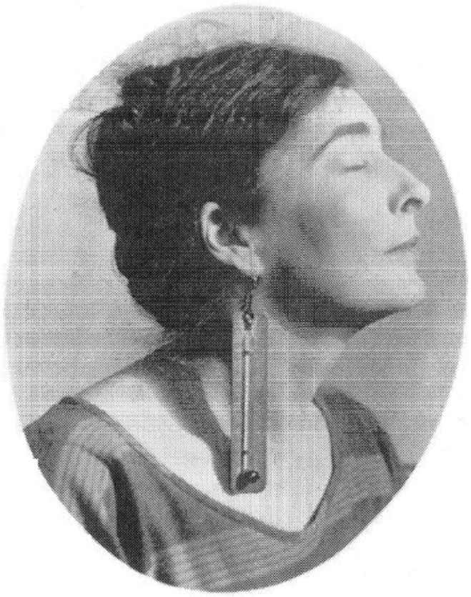 The Female Thermometer 41 Figure 2.8. Man Ray, portrait of Mina Loy wearing thermometer earring, 1920.