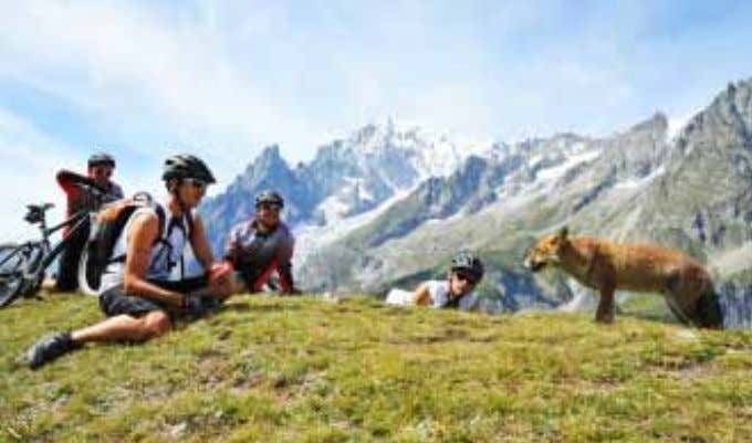 sport all'aria aperta: alpini- smo, trekking, mountain bike, rafting, volo a vela, deltaplano e golf. Splendide