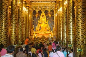 "sentient beings."" [ 3 5 ] The practitioner prays: Statue of Buddha in Wat Phra Si"