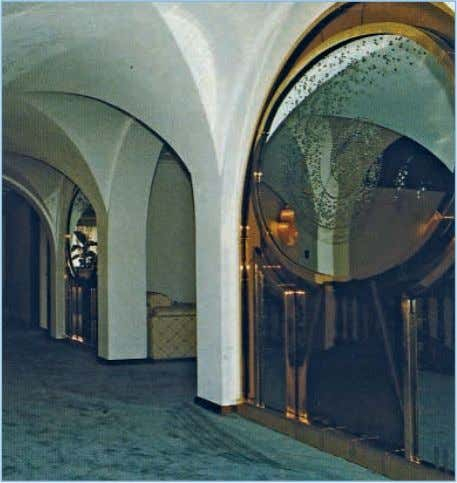 MIRROR DESIGN SPIEGEL-DESIGN DESIGN Durchmesser/Diameter: 2350 mm x 2350 mm We plan, develop and implement mirrors