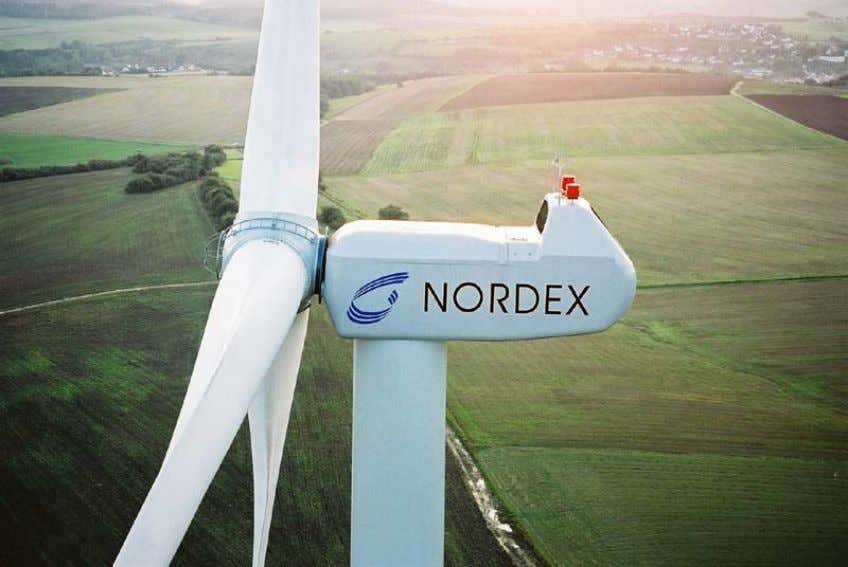 of 3 independent pitch gears, driven by electrical motors. Fig. 44: Nordex N80 2.5 MW wind