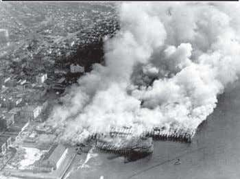 A view from the beach as the Fraser Pier burns. Source: LAFD CENTENNIAL by Paul Ditzel