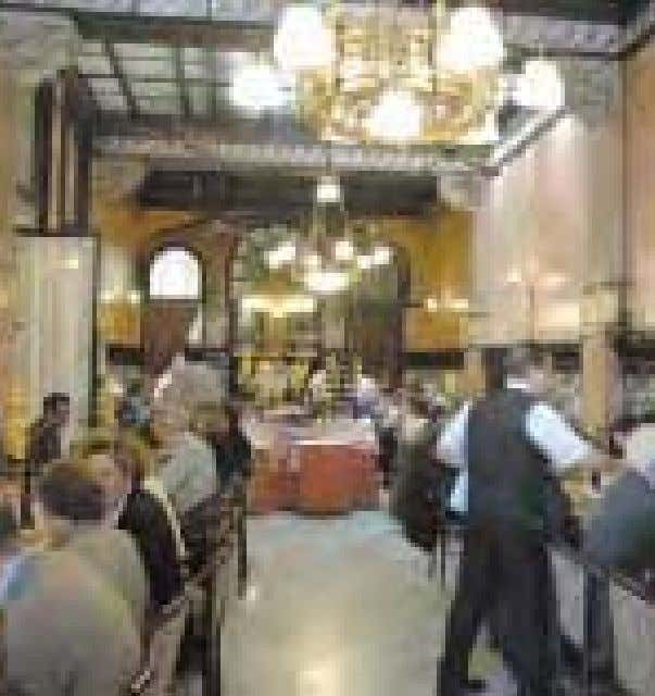 has a par- ticularly splendid dining room. P.84 EL RAVAL Casa Amatller Headquarters of the Centre