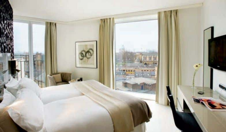 RYANAIR INFL IGHT PROMOTION Deluxe room; room with a London Eye view Outside street view of