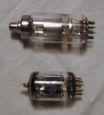 Invention of the Transistor Vacuum tubes invented in 1904 by Fleming Large, expensive, power-hungry, unreliable Invention