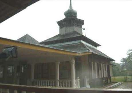 M. M. Tahir, N. A. G. Abdullah, A. G. Ahmad Image 3: Old mosque of Kg.
