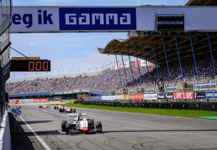media Nürburgring 12,000 spectators 105 accredited media The races have been broadcasted live with English and