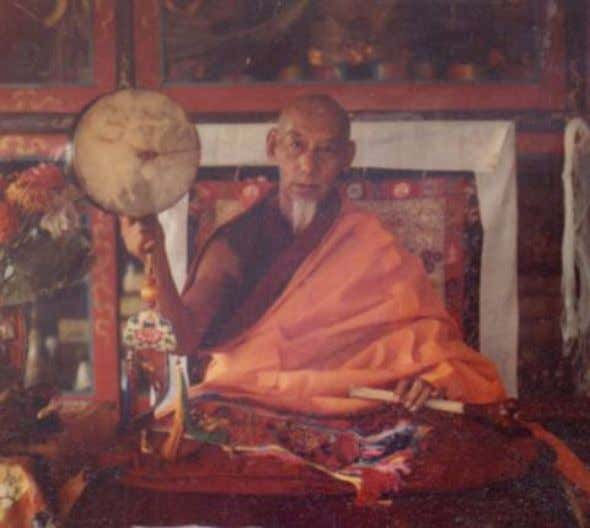 everyone sigh with re lief; they reaffirmed their faith in Kyabje Zong Rinpoche and assured them