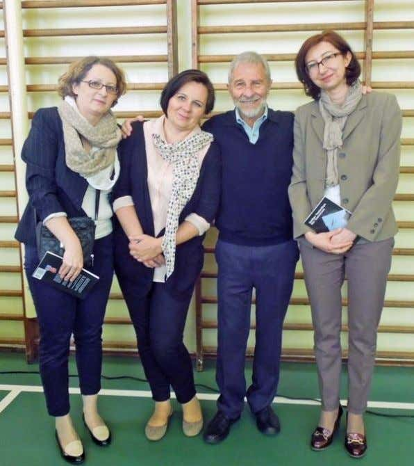 86 with teachers Magdalena Cieslik and Violetta Tarnowska, and headmaster Katarzyna Hampel Because the book signing