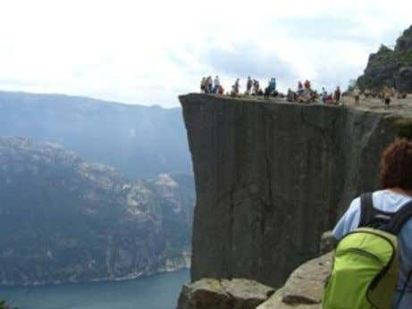 Try it yourself » <html> <body> <h2>Norwegian Mountain Trip</h2> <img