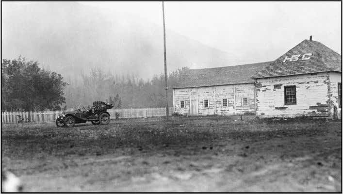 The first automobile in the Peace Country arrives at Fort Dunvegan in 1913. The post closed