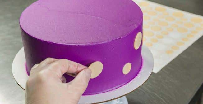 fondant DecoShape ® from the backing paper. 2. Apply Carefully apply the fondant DecoShape ® to