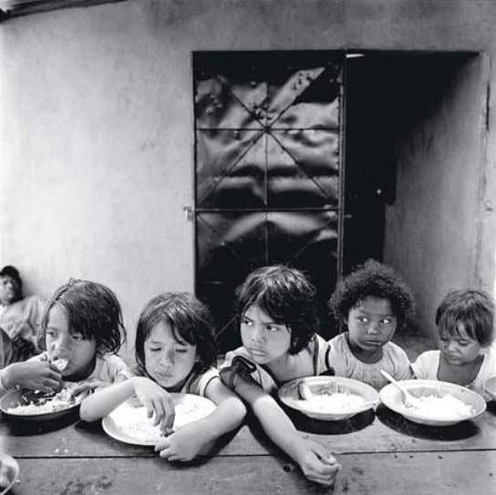 Brian shUmwaY Girls Eating Rice and Beans : Boys in the Pool : From the series La Chureca United