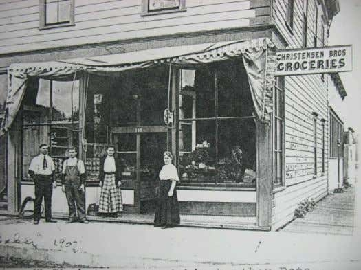 405 Elm Street. Their store is seen in the photograph below. New Age Bakery, J. Nowak
