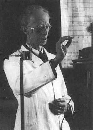 included Grete Lindenbaum, a nurse experienced in radiology. A photo of Dessauer showing a face scarred
