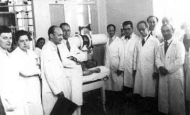 with the contributions of the medical contingent. 5 9 Dessauer and his treatment staff (Photograph courtersy