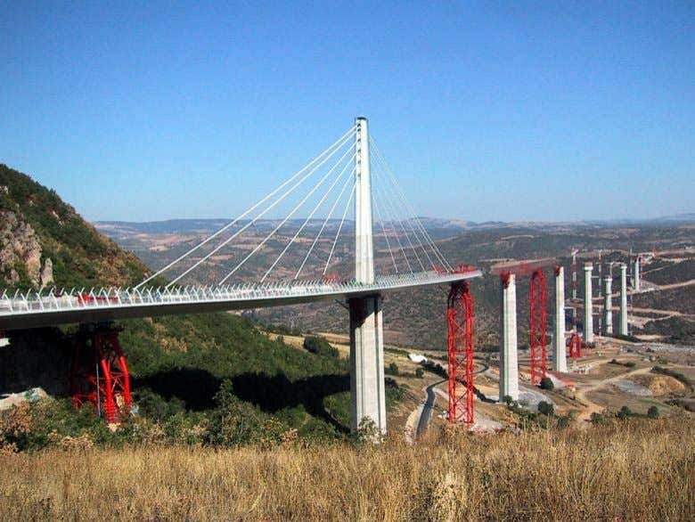 Millau Viaduct Lifting Millau's Temporary Support Towers Enerpac controlled hydraulic movement: lifting, launching,