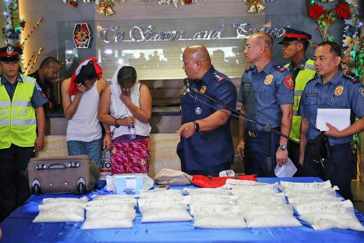 FEATURE ARTICLE PNP chief Dir. Gen. Ronaldo Dela Rosa presents to the media the 22 kilos