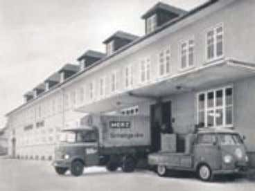 building in own property with more than 30 employees. Firmengebäude 1966/ factroy building 1966 The products