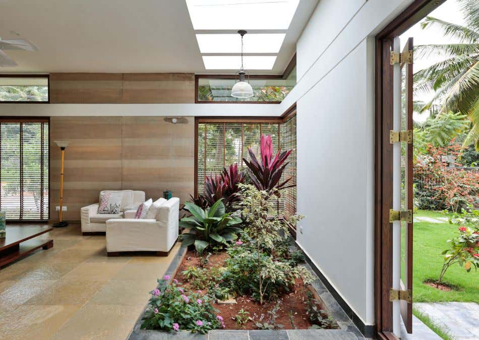 JITENDRA RESIDENCE > BIOME ENVIRONMENTAL SOLUTIONS Above: Drawing room on ground floor The concept of courtyard
