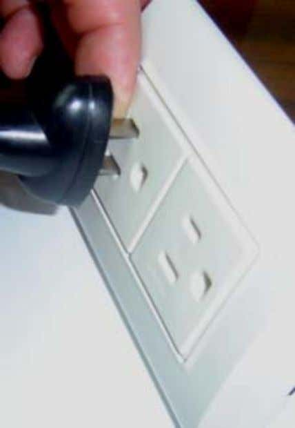 RETORNAR 10.1:Choque eléctrico con dedo de prueba √ √ X 10.1 Socket-outlets shall be so designed