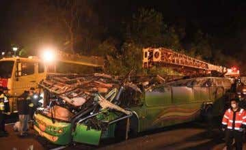 Le bilan d'un accident de car s'alourdit à 33 morts L'accident d'autocar survenu lundi soir à