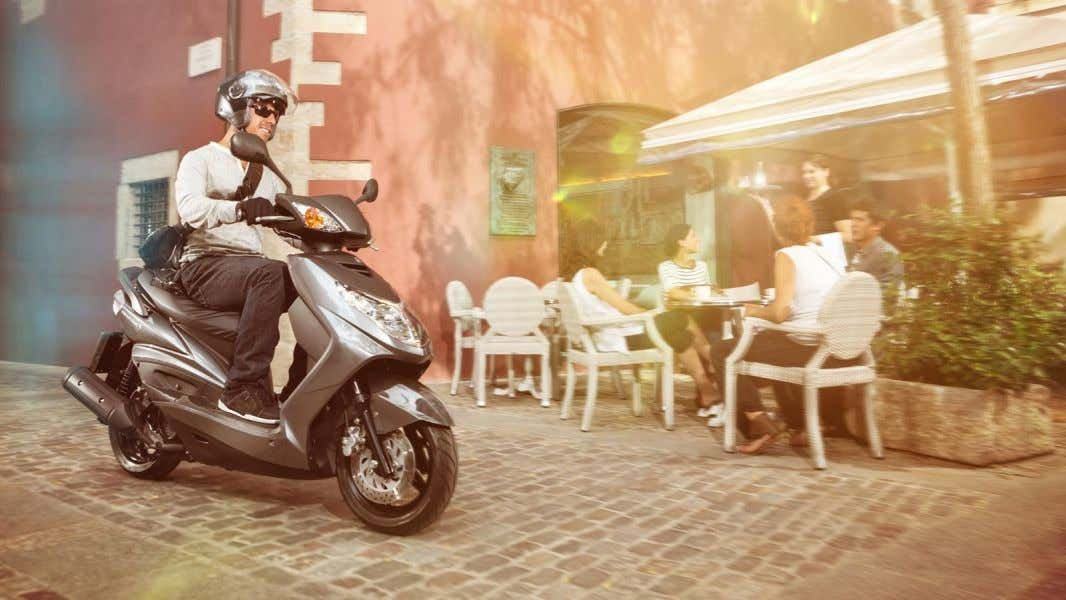 Cygnus X www.yamaha-motor.eu The stylish and efficient 125cc urban scooter If you're looking for a smooth
