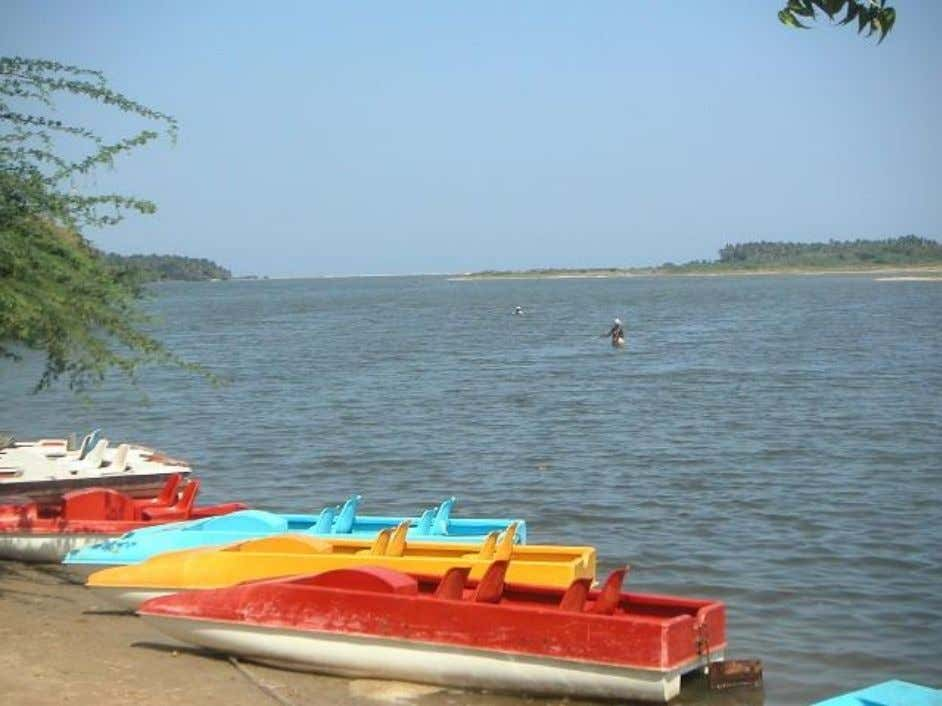7kms south of on Cuddalore road are the serene backwaters of Chunnambar. Spend a lazy afternoon