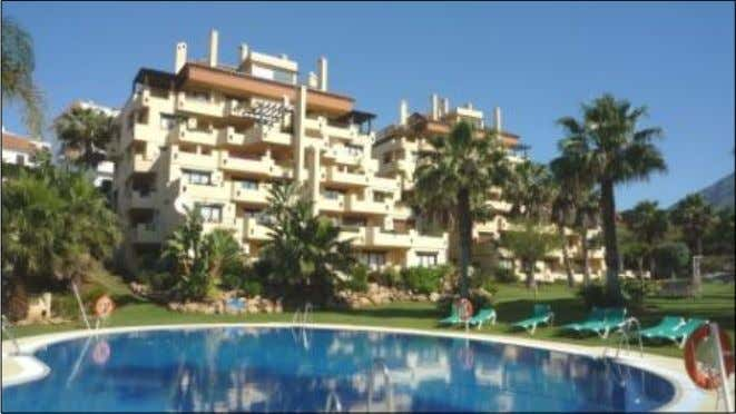 Lomas de Marbella Club - Duplex Apartment For Sale Asking Price: NumBedrooms 4 690.000,00 €