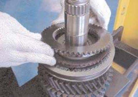 install the 1st/2nd gear synchroniser sleeve and rollers. 19. Lubricate the synchroniser ring with transmission oil.
