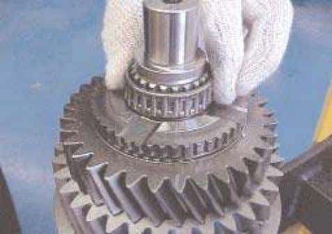 gear end float is within the tolerances stated in the chart. 25. Lubricate the 3rd gear