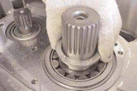 15. Invert the case and remove the tool E 114. 16. Install the mainshaft bearing thrust