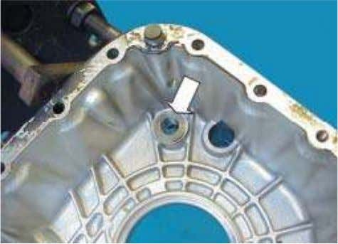 33. Remove and replace the selector shaft bush if necessary. 34. Replace the range change