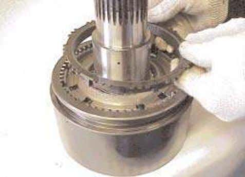 7. Lift the synchronizer ring out. 8. Put identifying marks on the synchronizer sliding sleeve