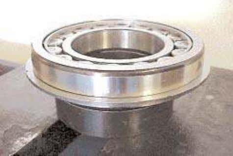 ring (thrust washer) with groove upwards on the input shaft. 2. Support the heated bearing assembly,