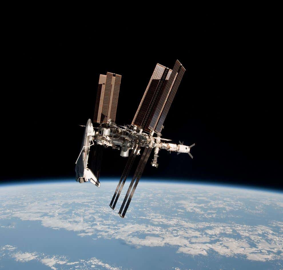 "12. SPACESHIPS: NAVIGATING TO THE INTERNATIONAL SPACE STATION ""Trying to fly [and dock] a Space"