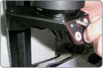 the Leica LED3000 NVI™ on the optics carrier from below and tighten the locking screw. Leica