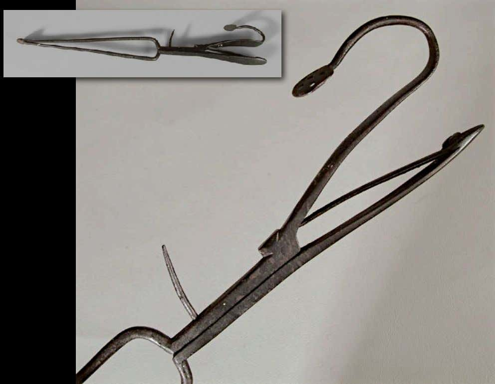 American Pipe Tongs 18th Century (Brunk Auctions)