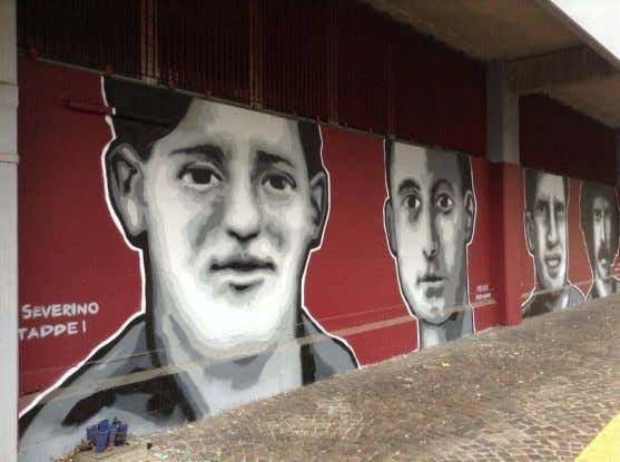 in 1995 with a sold-out match between Reggiana and Juventus. Graffiti of former Reggiana players outside