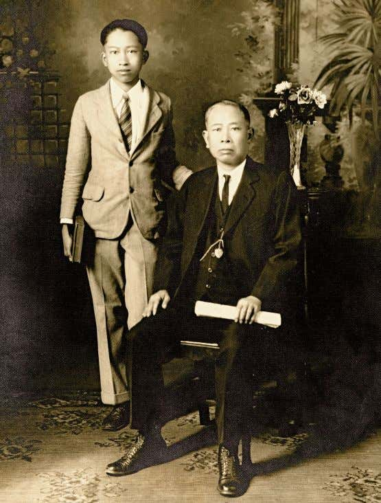 provided him with a strong foundation in Chinese brushwork. Tyrus Wong with his father c. 1925